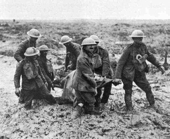 3rd-ypres_stretcher-bearers-in-mud_1917